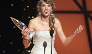 Тэйлор Свифт получила награду Country Music Awards