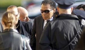 Боксёр Мухаммед Али лежит в больнице