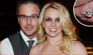 Бритни Спирс показала обручальное кольцо