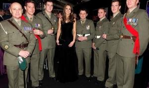 Кейт Миддлтон показала худенькую фигуру в облегающем платье