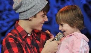 Джастин Бибер спел Baby со своей сестрёнкой