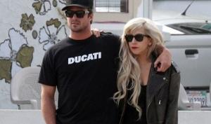 Леди Гага больше не скрывает своих отношений