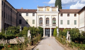 Анджелина Джоли и Брэд Питт купили особняк в Италии
