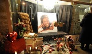 Кевин Коснер, Элтон Джон, Бейонсе и многие другие звёзды приедут на похороны Уитни Хьюстон