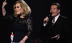 Неприличный жест Адель на Brit Awards 2012