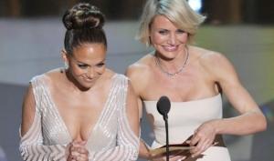 Дженнифер Лопес показала грудь на Оскар 2012