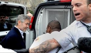 Мать Джорджа Клуни не поверила в его арест