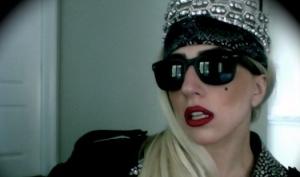 Леди Гага встретила день рождения в короне