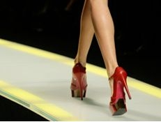 Мужчины не обращают внимания на высокий каблук