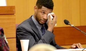 Ашер расплакался на суде
