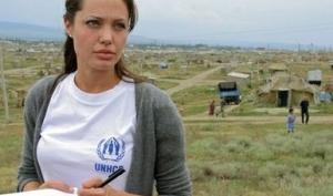 Анджелина Джоли пожертвовала 100 тысяч долларов для сирийских беженцев
