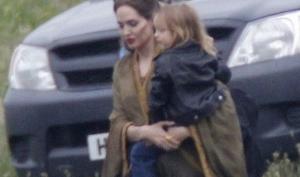 Дети пришли к Анджелине Джоли на съёмку