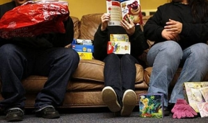 Современные родители слишком балуют детей игрушками и одеждой