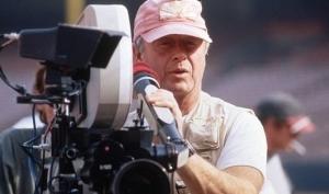Голливудский режиссёр спрыгнул с моста