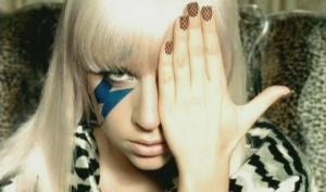 Леди Гага поменяла платье из мяса на наряд из волос