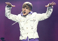 Джастин Бибер назван самым высокооплачиваемым молодым певцом
