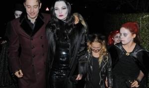 Кейт Мосс на Хэллоуин 2012 стала Мартишей Аддамс