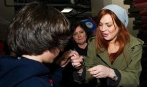 Линдси Лохан продаёт свою одежду в сэконд-хэнде
