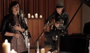 Деми Ловато спела песню, посвящённую детям из школы Сэнди Хук