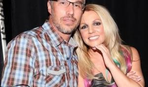 Бритни Спирс и Джейсон Трэвик расстались официально