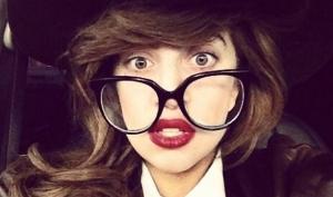 Леди Гага - упавшая звезда 2012