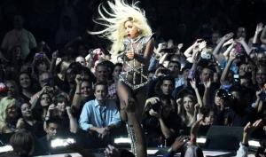 Леди Гага отменила весь тур из-за травмы