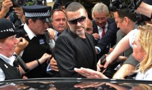 Джорджа Майкла выпустили досрочно из тюрьмы