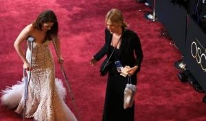 Кристен Стюарт пришла на Оскар на костылях