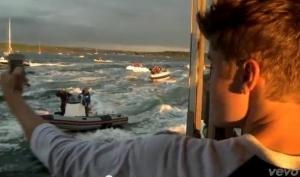 Джастин Бибер выпустил новое видео All Around The World
