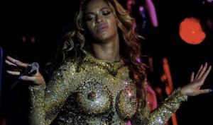 Голая грудь стала главным модным трендом
