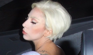 Леди Гага постриглась