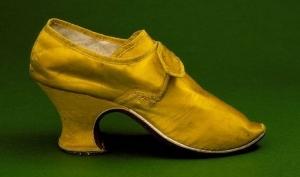 Обувь на каблуках: от мужской к женской