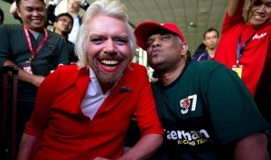 Британский миллиардер стал стюардессой AirAsia