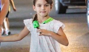 Дочка Тома Круза сломала руку