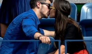 Ник Джонас встречается с Мисс Вселенной 2012