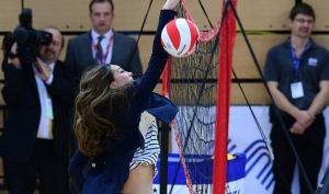 Кейт Миддлтон сыграла в волейбол на каблуках