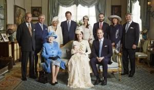 Королевская семья сделала первые официальные фотографии с сыном Кейт Миддлтон