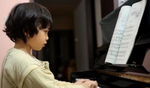 Уроки музыки из детства помогут в старости лучше слышать