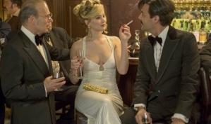 Дженнифер Лоуренс испортила платье едой на съёмках Аферы по-американски