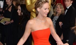 Фальши слух: Дженнифер Лоуренс упала на Оскаре нарочно