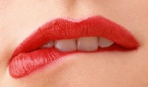 Татуировки и современные гаджеты - для красоты губ