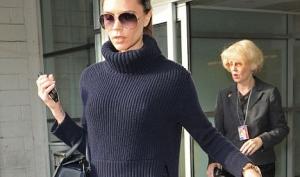 Необычный вязаный свитер от Виктории Бекхэм