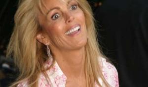 Мама Линдси Лохан подаёт в суд на сериал Glee
