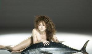 Хелен Бонем Картер сфотографировалась голой и с рыбой