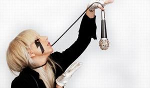 Леди Гага в Твиттере показала упавшие в кофе ресницы