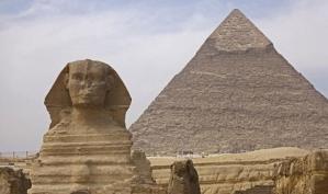 Великую китайскую стену не видно из космоса, а египетские Пирамиды находятся не в пустыне