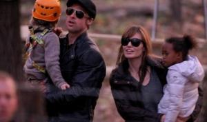 Анджелина Джоли и Брэд Питт с дочками прошлись по магазинам Парижа