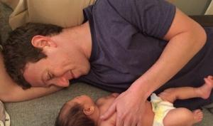 Марк Цукерберг показал новую фотографию с новорожденной дочкой