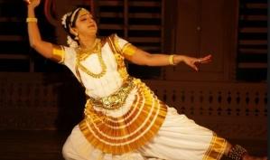 Женская одежда для индийских танцев