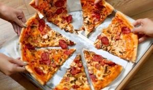 Как правильно есть пиццу?